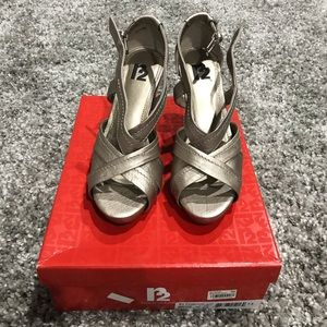 Report R2 wedge sandals silver 7.5 women